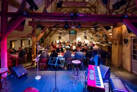 De Boerderij Huizen theater aan tafel